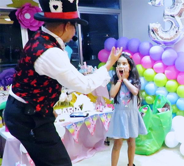 Show de magia infantil celebrando el cumpleaños de María